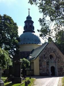 Solna kyrka i juli.